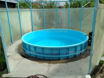 Пластиковая емкость для бассейна