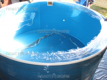 Пластиковый бассейн для разведения рыбы