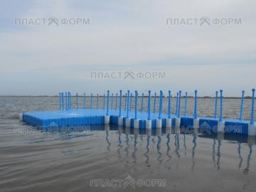 Пластиковые модульные понтоны на воде